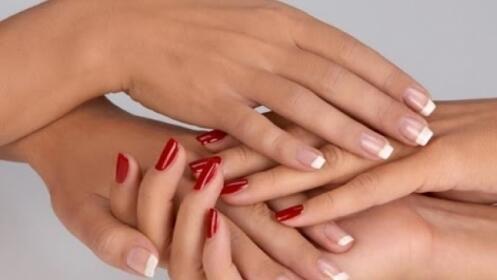 Manicura + pedicura + arreglo de uñas por 22,90 €