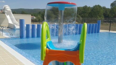 Entrada a las piscinas de cuadros por 1 por 1 oferta for Piscina cuadros leon