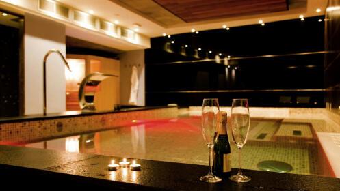 Noche de hotel (MP) + Circuito Termal + Botella de Cava para 2 personas por 99 €